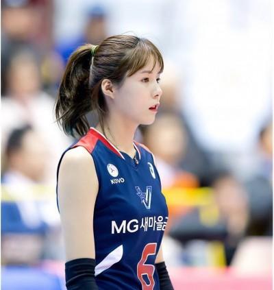 排球》胸部以下全是腿 南韓甜心讓人有戀愛感覺