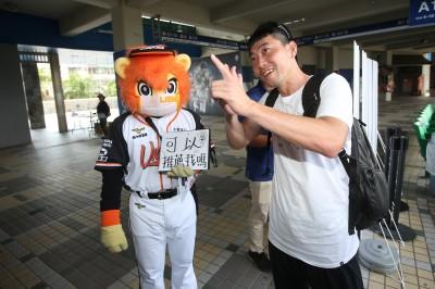 中職》萊恩向兄弟球探自我推薦 餅總:快回台南練球!