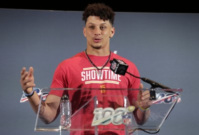 NBA》NFL四分衛簽超級大約 詹姆斯:可以借我5美元嗎?