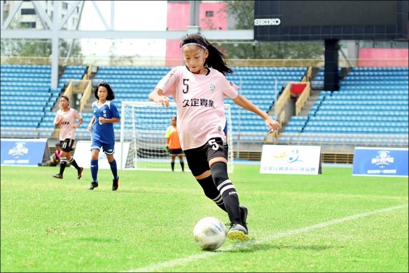 國小足球世界盃》水泥地練出鐵娘子軍 水里國小挺進決賽