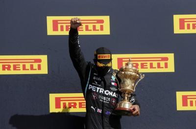 賽車》漢米爾頓爆胎照衝第1 英國大獎賽7度封王