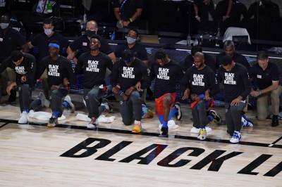 NBA》州議員的警告沒在怕!雷霆仍集體單膝下跪挺平權