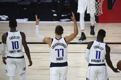 NBA》東契奇34分20籃板超級大三元創紀錄 獨行俠奪復賽首勝