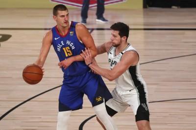 NBA》馬刺教頭大讚金塊球星約基奇 「像大鳥柏德的化身」