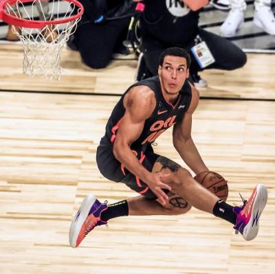 NBA》遭惡意犯規摔落地退場 魔術主力A.戈登歸期再評估
