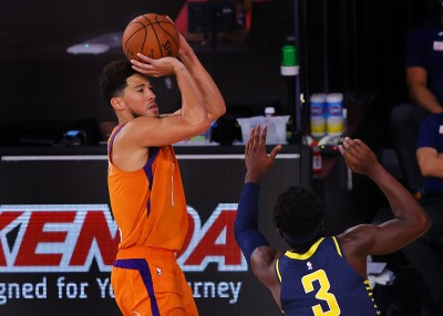 NBA》偶像科比簽名鞋激勵! 太陽射手布克期許成就傳奇
