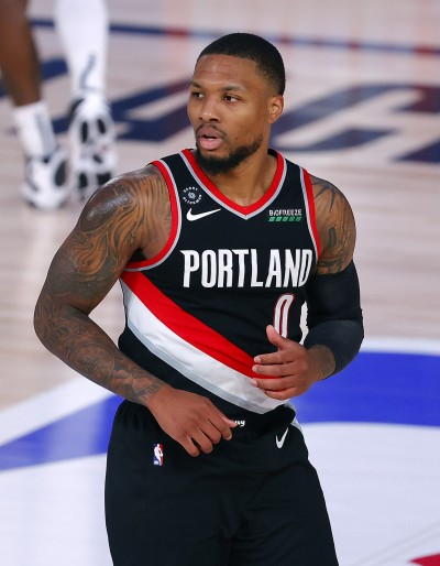 NBA》狂轟11記三分球 里拉德飆45分率隊退金塊