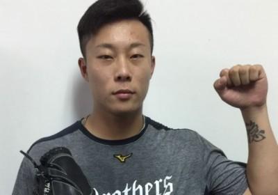 中職》遠東科大打職棒第一人  魏碩成48局12暴投有原因
