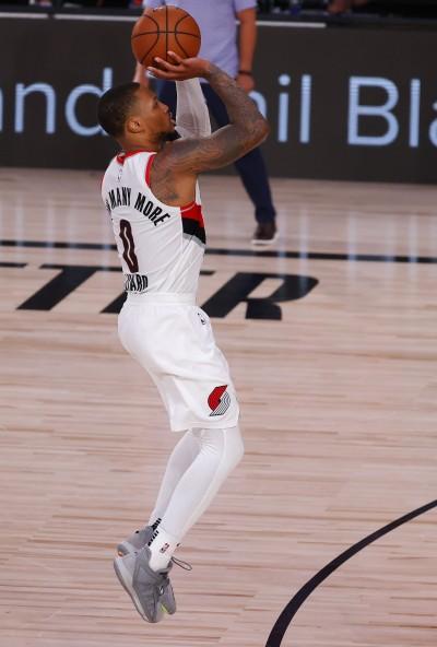 小「里」飛刀猛轟51分 今日NBA戰績