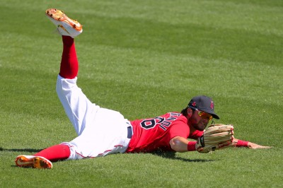 MLB》太衰!打擊率剛過1成 紅襪帥哥外野手隔天進傷兵名單