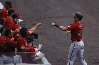 MLB》投手放火又有搞笑守備 洛磯單局噴8分遭響尾蛇痛宰(影音)