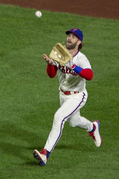 MLB》費城人輸球又有傷兵 明星強打背傷退場歸期未定