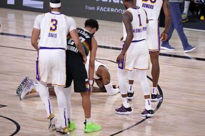 NBA》被肘擊倒地仍大方原諒對手 詹姆斯大三元再寫紀錄