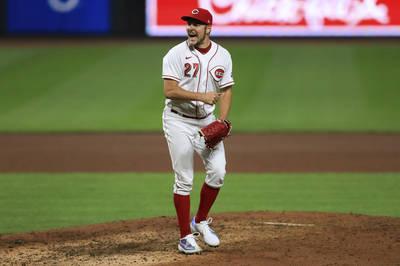 MLB》挖地瓜球三振耶利奇 讓鮑爾模仿「嘴砲拳王」囂張動作