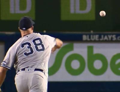 MLB》再秀蝴蝶球! 洋基40歲老捕手技驚四座(影音)