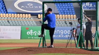 棒球》「讓龍將感受不一樣的對決」胡智為參與味全龍練習(影音)