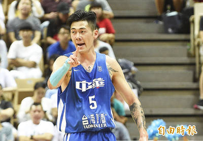 CBA》小飛俠劉錚10籃板、4抄截 助上海新東家2連勝