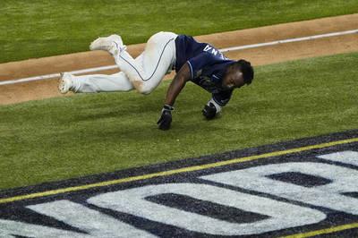MLB》慘跌一大跤差點被夾殺...古巴菜鳥用生命跑出奇蹟一勝(影音)