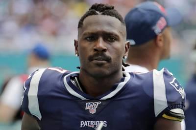 NFL》「最具爭議球員」布朗重返球場 與坦帕灣海盜簽1年約