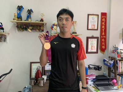 雙腳扭傷奮力一跳破亞洲紀錄 視障選手楊川輝黑暗中寫璀璨篇章