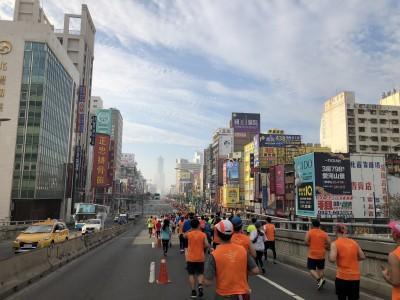 路跑》2021高雄富邦馬拉松報名倒數  首推「跑者訓練營」免費課程
