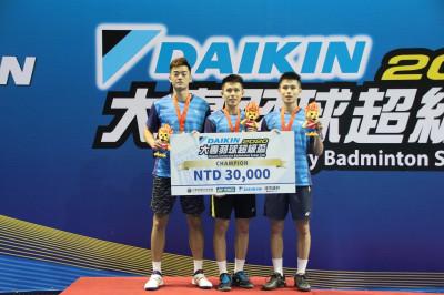 羽球》王齊麟搭配雙胞胎出擊 超級三對三奪冠