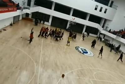 籃球》裁判遭多名球員圍毆  中國江西聯賽爆嚴重衝突