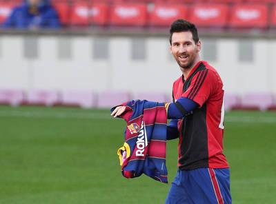 足球》脫衣服就是不行!梅西向馬拉度納致敬意外遭罰