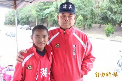 棒球》澎湖老教頭王長壽  兩子打過講美少棒如今是醫生