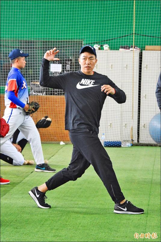 指導青棒球員》郭泓志剖析蓄力秘訣 強調下半身穩定