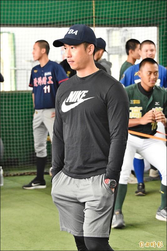 指導青棒球員》劉育辰傳授作戰心法 幫投捕腦袋開發