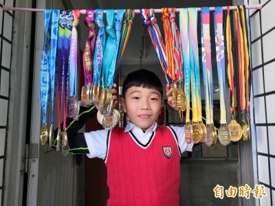 狂!冠軍金牌多到串門簾 直排輪小將林哲睿誓言要得世界金牌