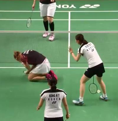 羽球》驚!左眼遭南韓對手重擊 丹麥女將生日遺憾退賽