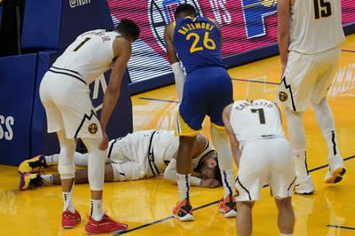 NBA》J.穆雷不慎傷到左膝表情痛苦 勇士隊也祈禱沒事(影音)