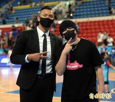 PLG總冠軍賽》「亞洲天王」周杰倫驚喜現身! 賽後互動有亮點