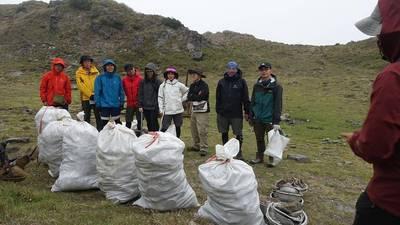 登山》1個營地垃圾就60公斤起跳  「三條魚」淨山盼增募資