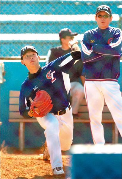 15歲的西苑左投李昱鴻,今年7月以育成選手身分加盟日本職棒巨人隊。(記者廖耀東攝)