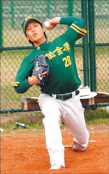 前鯨隊代訓球員唐嘉駿,雖然在特別選秀時獲得熊隊指名,但他拒絕加入職棒,選擇留在合庫隊。(記者劉信德攝)