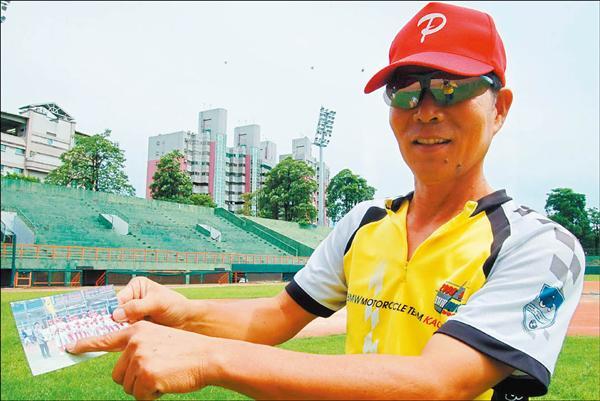 屏東高中棒球隊教練林省言透露,當初為保護倪福德的手臂,曾企圖改變他投球姿勢。<br>(記者黃良傑攝)
