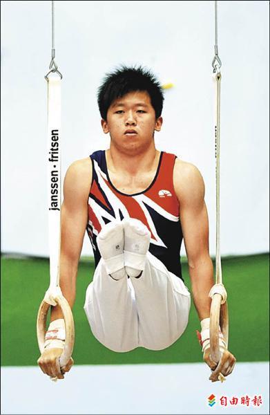 成功工商李智凱包辦個人全能、地板、吊環與單槓4面金牌。(記者林正堃攝)