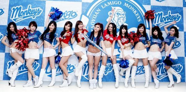 Lamigo桃猿球團專屬猿氣女郎「LamiGirls」新球季將擴編為11名,且開放球迷票選出6名女郎,將於「開幕戰先發」進行開場表演。(翻攝自「Lamigo Monkeys」臉書粉絲團)