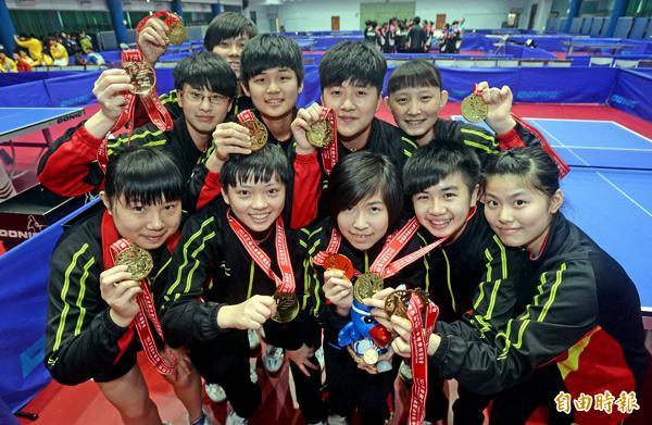 淡江高中拿下桌球高女團體賽金牌。(記者林正堃攝)