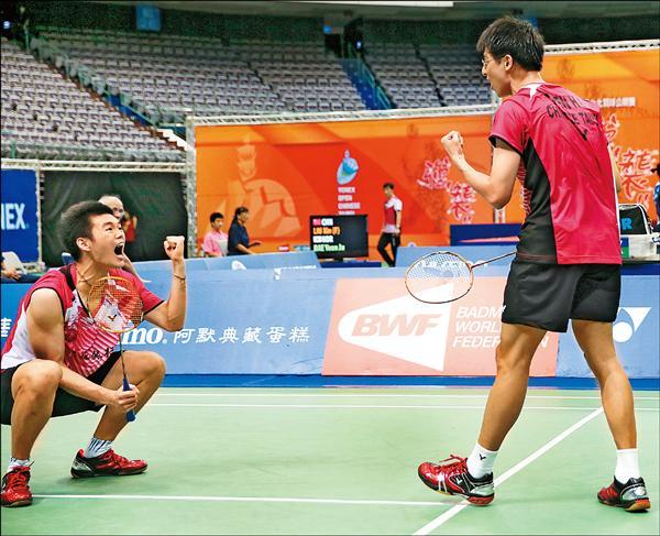 「雙麟配」陳宏麟(右)/王齊麟擊退印尼搭檔,順利晉級4強。(圖:羽球協會提供)
