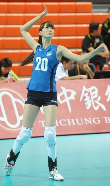 身高180公分的莎賓娜,據網友觀察腿長可能達到120公分。(記者劉信德攝)