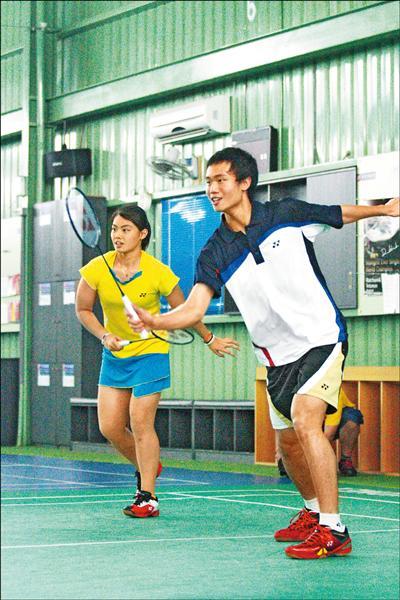 台灣羽球新星呂家弘(右)、李佳馨(左)。(YONEX提供)