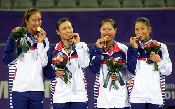 女網團體賽金牌。(記者林正堃攝)