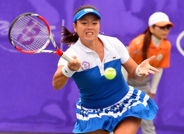 仁川亞運女子網球團體金牌戰,台灣選手詹詠然第一點出戰中國。(記者王藝菘攝)