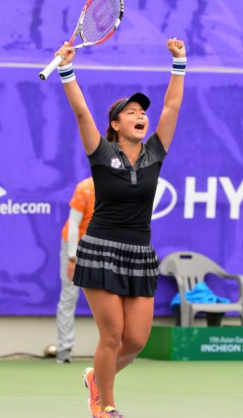 仁川亞運女子網球團體金牌戰,台灣選手詹詠然直落二擊敗段瑩瑩,搶下決賽首點。(記者王藝菘攝)