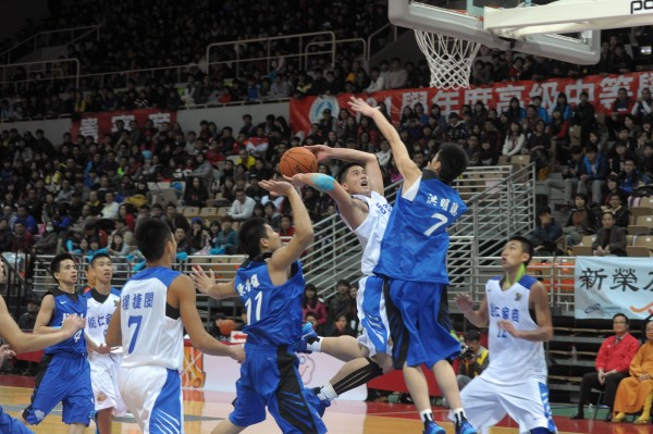 HBL(高中籃球聯賽)賽事精彩可期,圖為去年獲得高中籃球聯賽(HBL)男子組冠軍的能仁家商籃球隊。(資料照,新北市政府提供)