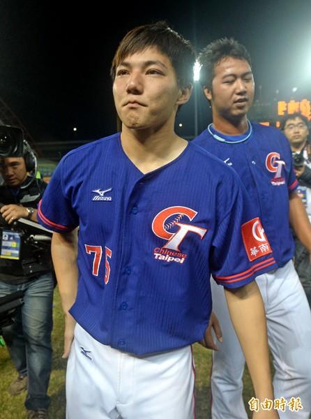 郭俊麟主投7局,成功封鎖日本打線,獲選為MVP,賽後感動落淚。(記者林正堃攝)